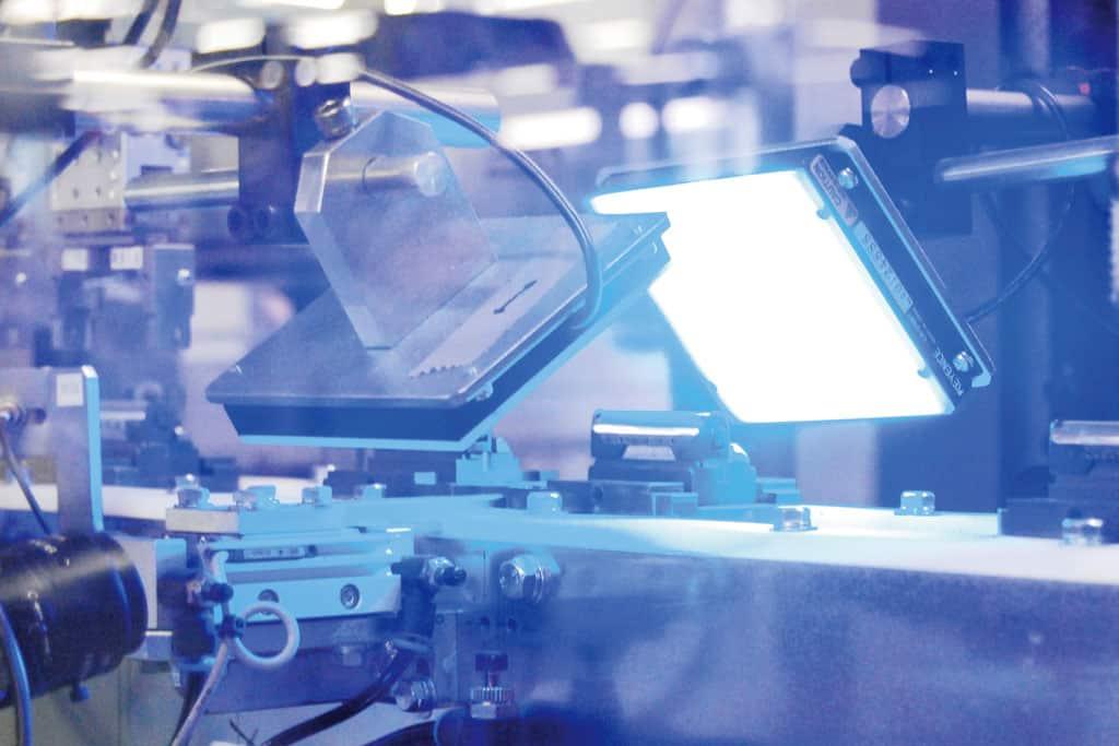 Qualitätskontrolle der Klingen bei Panasonic