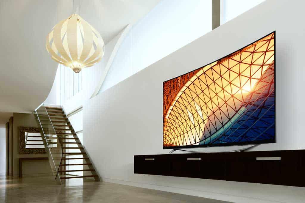 Das 360-Grad Design ist ein Fest für die Augen – egal aus welchem Winkel man den Fernseher betrachtet.