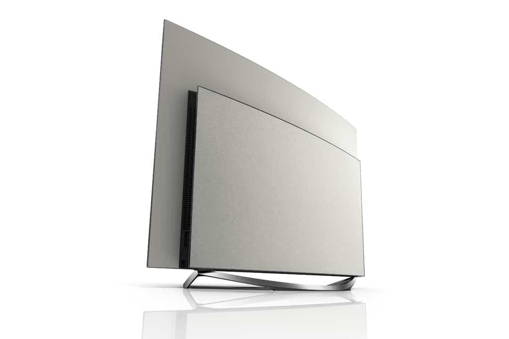 Standfuß aus echtem Aluminium und mit Alcantara® bespannte Rückseite machen den Fernseher zu einem stylischen Designobjekt.