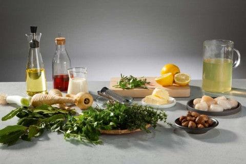 Frische Zutaten für die Pastinakensuppe