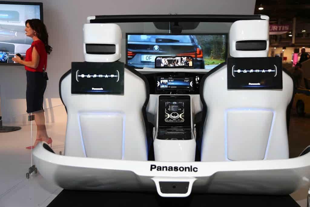 """eCockpit""-Vision von Panasonic: Armaturenbrett mit fünf Displays"