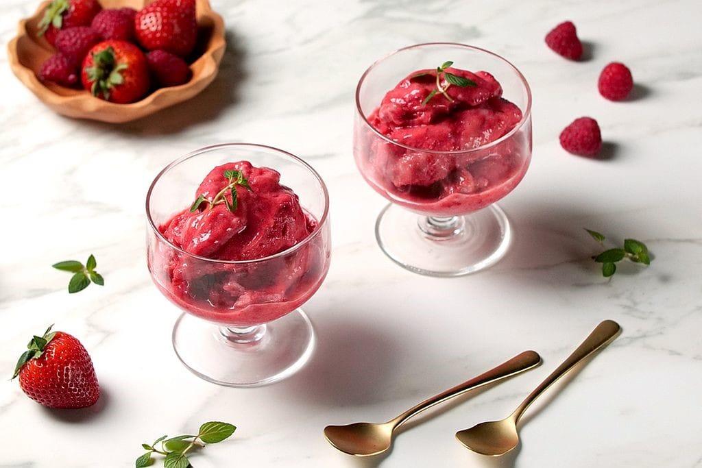 Berry Heaven - Frozen Joghurt mit Himbeeren und Erdbeeren