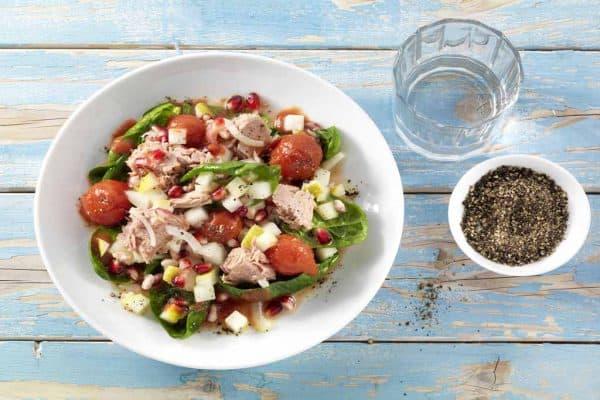 Köstlicher Thunfisch Salat mit Tomaten und Spinat!