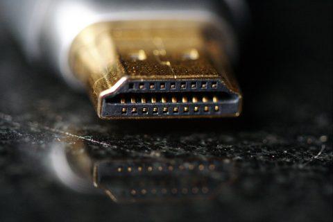 Ein HDMI-Kabel für HDMI-Anschlüsse