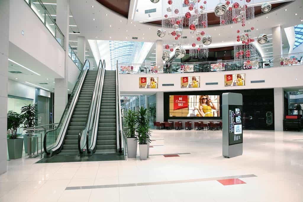 Hingucker: Neue Generation Videowall-Displays begeistern im Shopping-Center.