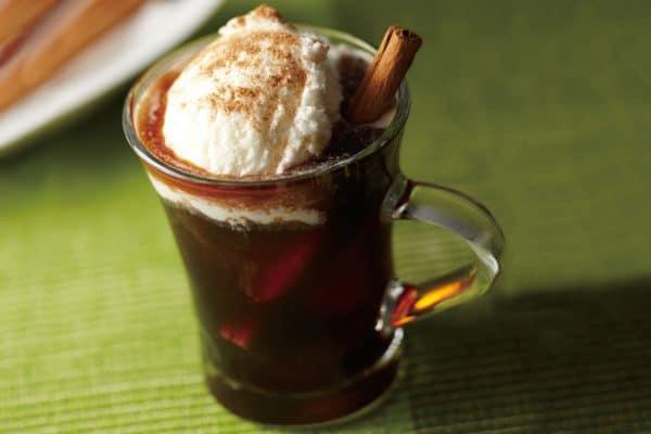 Cinnamon Frost - Espresso mit Eiscreme und Zimt.