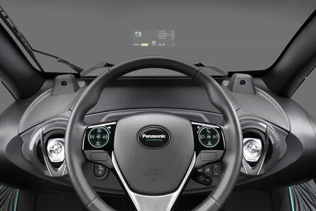 Das Glas der Zukunft ist smart: Innovative Display-Technik von Panasonic auf der Windschutzscheibe im Auto