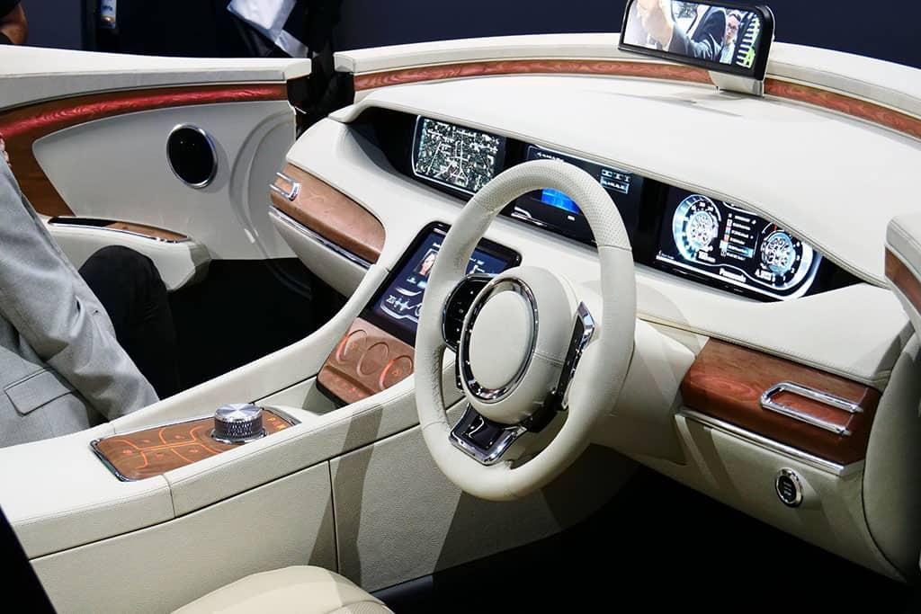 Auto-Cockpit der Zukunft mit Display- und Kamera-Innovationen von Panasonic