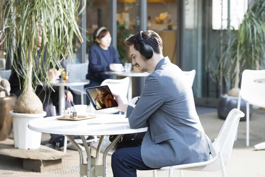 Noise Cancelling bringt Ihnen vollen Musikgenuss ohne Störung.
