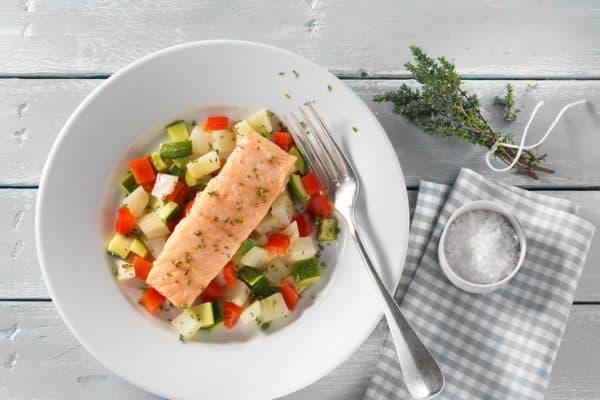 Mikrowellen-Rezepte für Genießer: Lachs aus dem Frischebeutel.