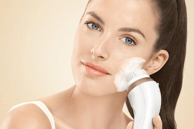 Gründliche Gesichtspflege