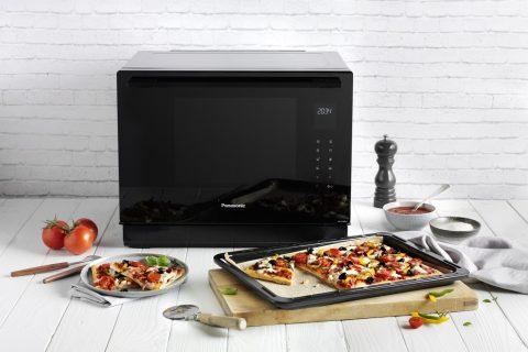 Familienpizza aus dem Kombi-Dampfbackofen NN-CS89LB.