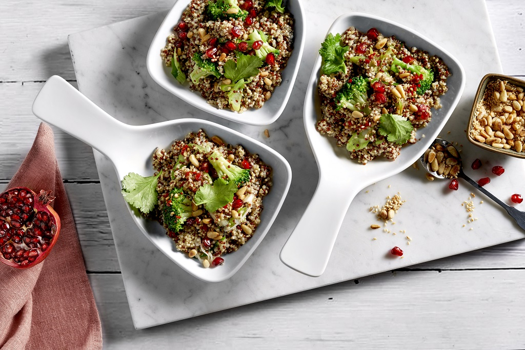 Aus dem Dampfbackofen: Vegetarische Quinoa Bowl mit Brokkoli.