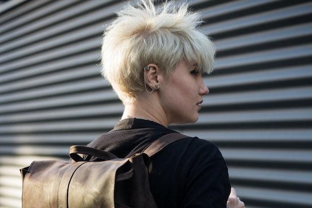 Kurzes Haar frisieren