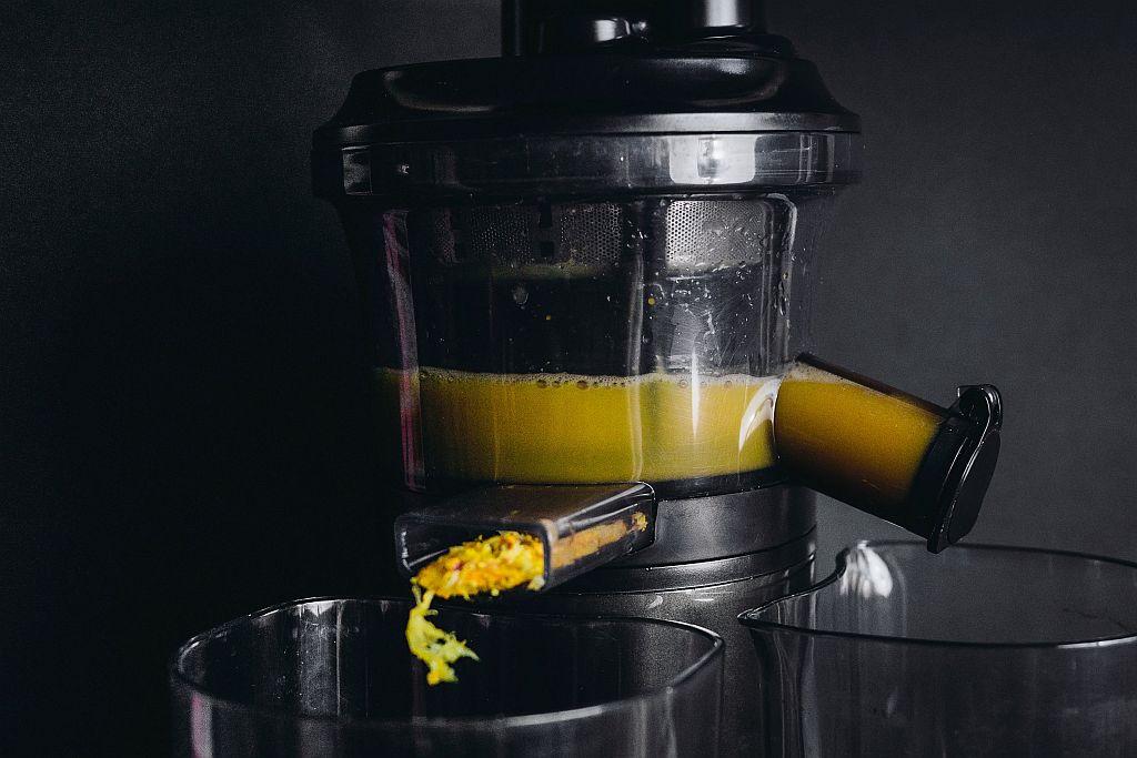 Zitronen Ingwer Shot aus dem Slow Juicer.