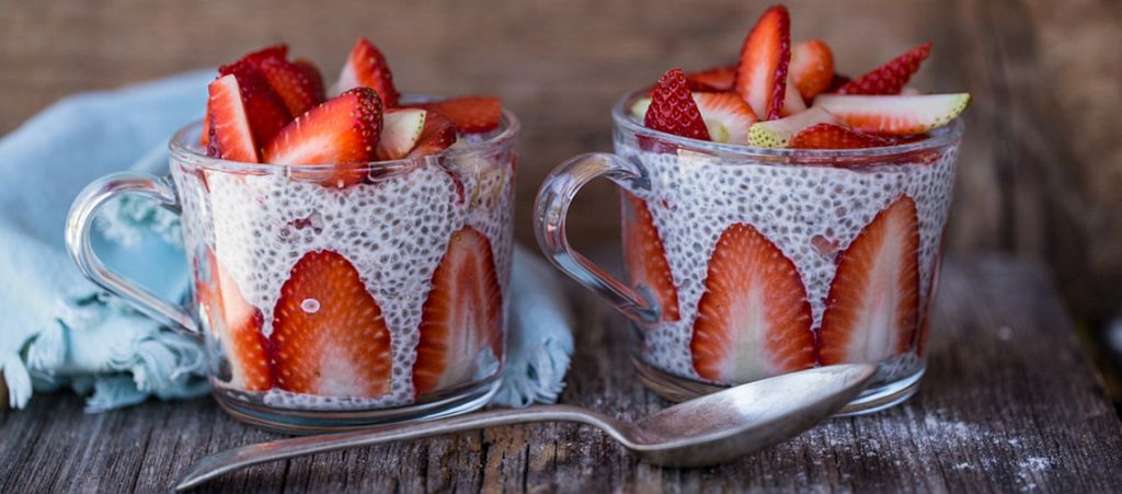 Fertig! Chia Pudding mit frischen Früchten.