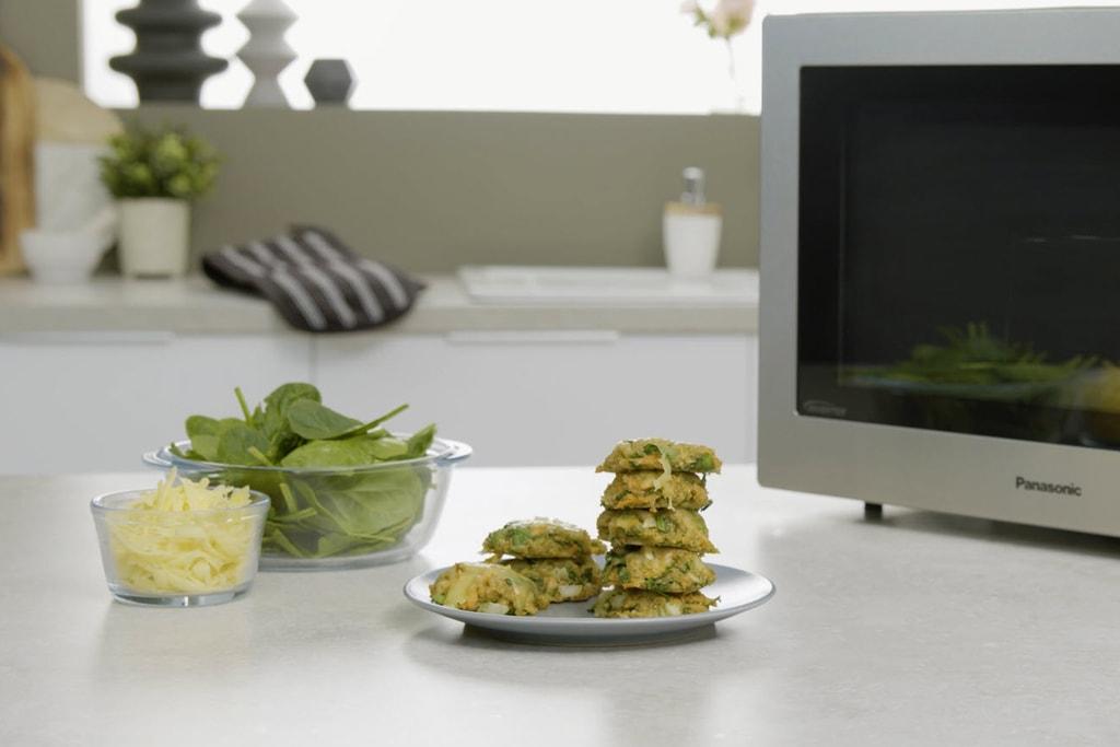 Leckere Quinoa Puffer als gesunde Snack-Idee.