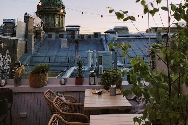 Grillen auf dem Balkon. Abendstimmung