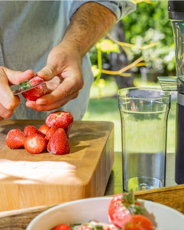 Gefrorene Erdbeeren 10 Minuten antauen lassen.